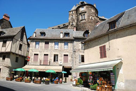 Het dorp Estaing met kasteel